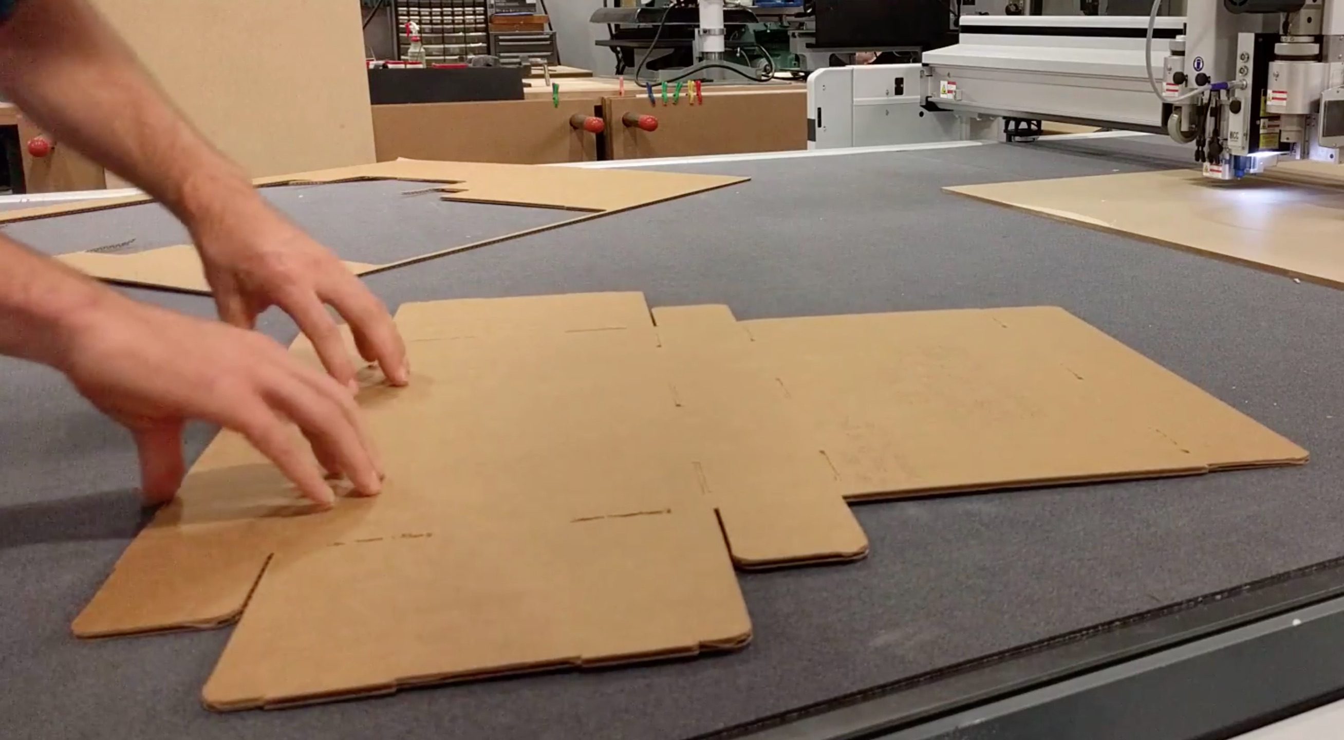 img/cardboard-1.jpg