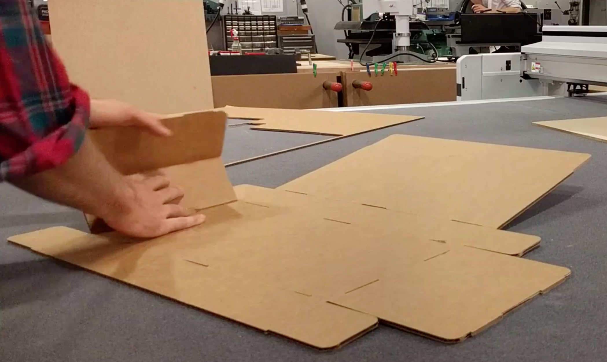 img/cardboard-2.jpg